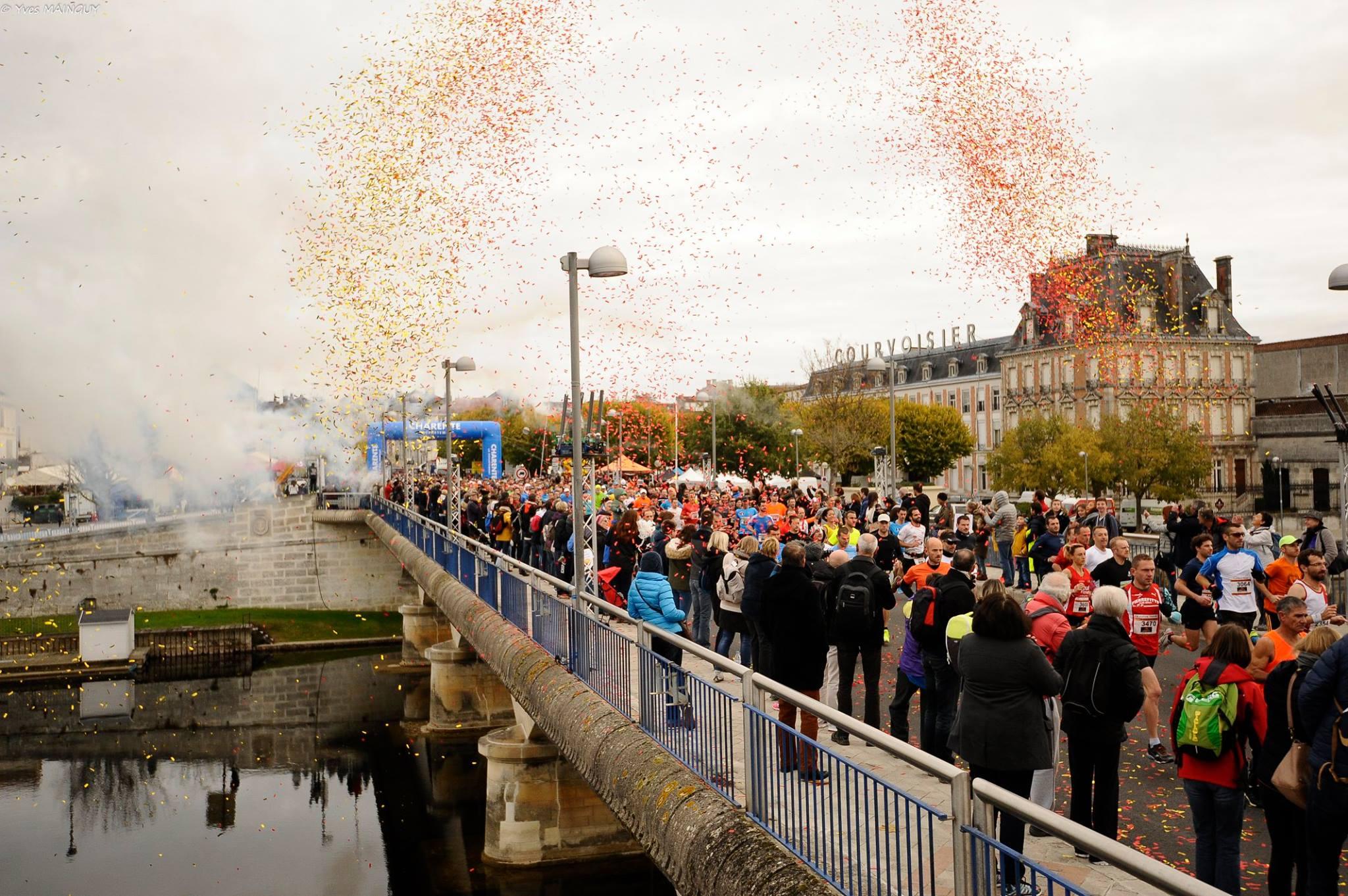 Arrivée du Marathon du Cognac devant Courvoisier