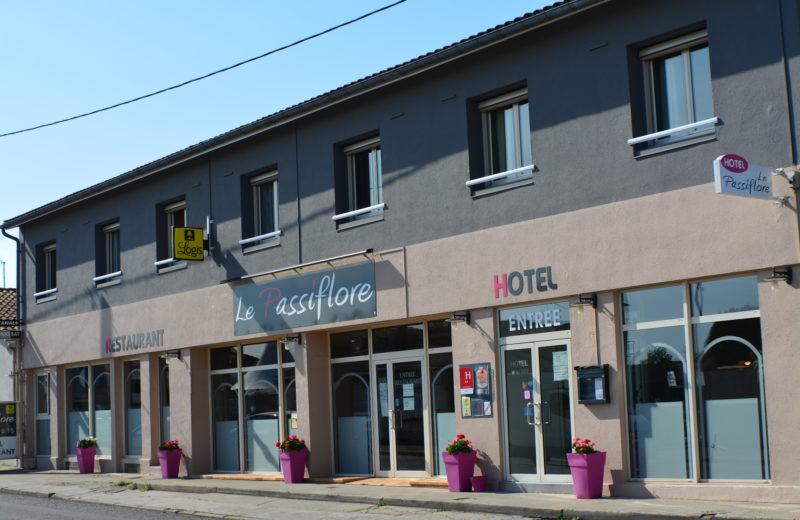 HOTEL-RESTAURANT LE PASSIFLORE à CHATEAUBERNARD - 0