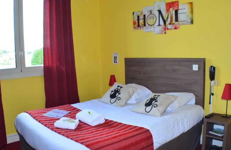 HOTEL-RESTAURANT LE PASSIFLORE à CHATEAUBERNARD - 5