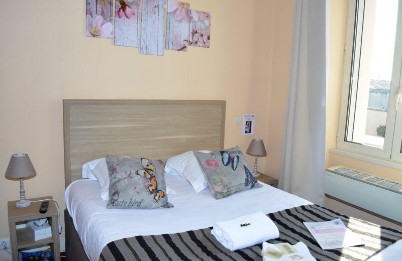 HOTEL-RESTAURANT LE PASSIFLORE à CHATEAUBERNARD - 4