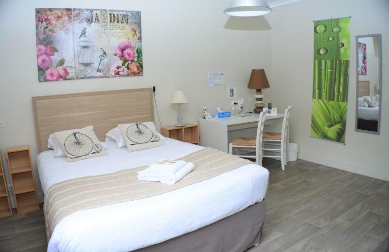 HOTEL-RESTAURANT LE PASSIFLORE à CHATEAUBERNARD - 6