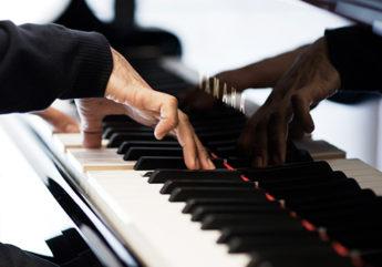 395770-jose-au-piano_1.jpg