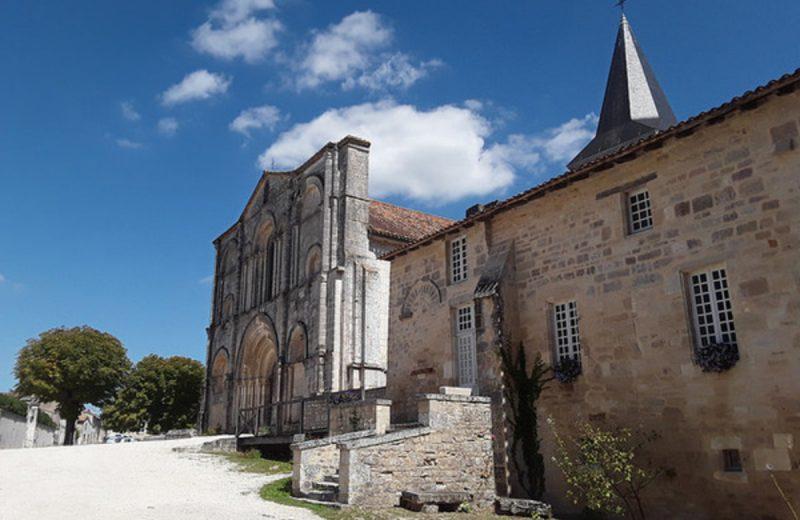 Abbaye de Saint Amant de Boixe à Saint-Amant-de-Boixe - 3