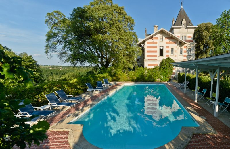 Hôtel L'Yeuse à Châteaubernard - 0
