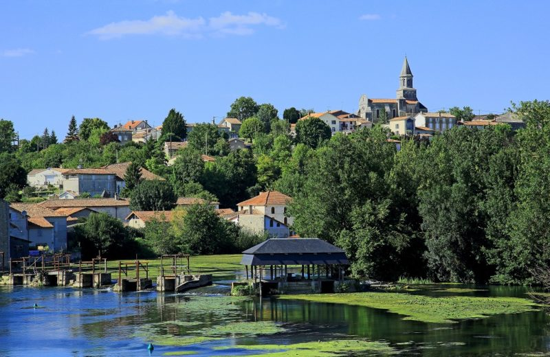 Saint-Simeux, Village de Pierres et de Vignes à Saint-Simeux - 0
