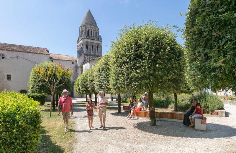 Abbaye aux Dames's garden à Saintes - 1
