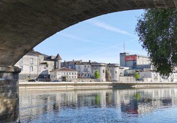 Stroll along the King's footpath in Cognac