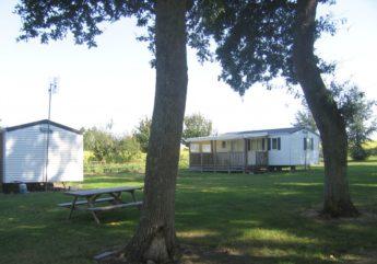 Camping-a-la-ferme-Le-Chiron-mobil-home-2017.jpg