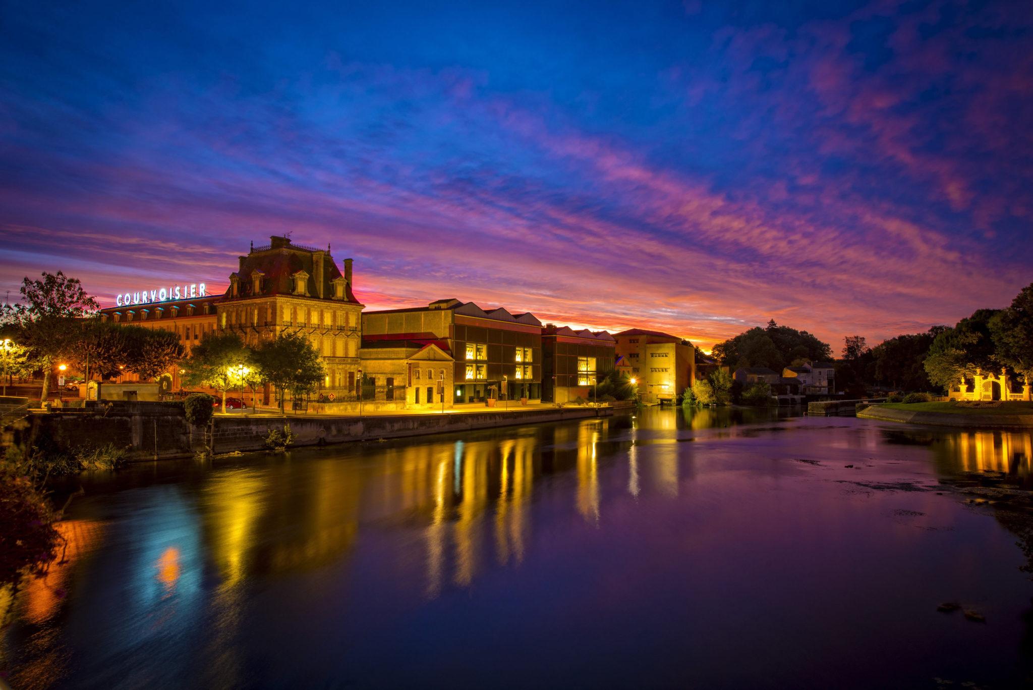 Cognac courvoisier jarnac visites et prix destination for Exterieur nuit