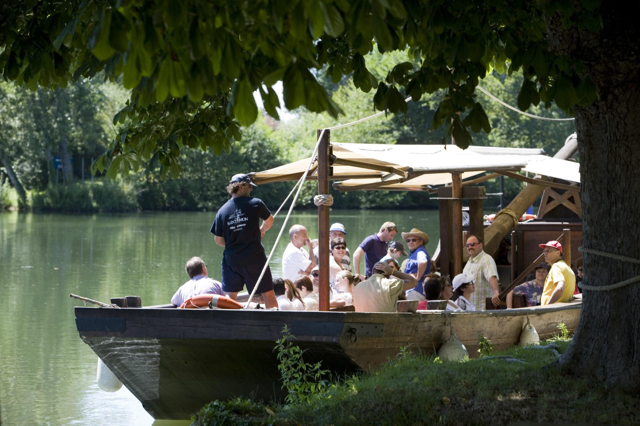 Balade en gabarre sur le fleuve Charente en groupe