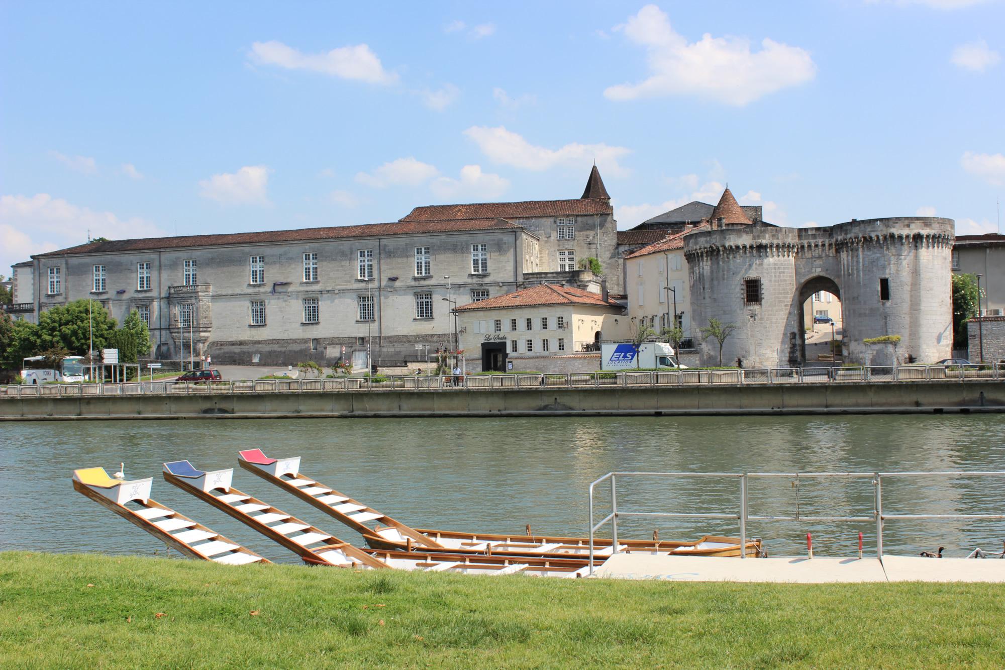 Visitez cognac la ville le ch teau les jardins for Piscine x eau cognac