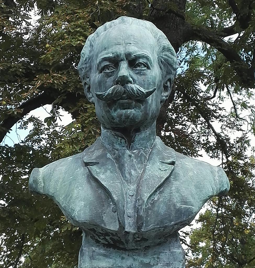 Statue de Claude Boucher à Cognac