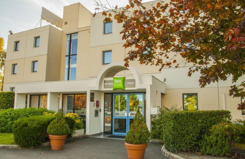 Hôtel Ibis Styles à Châteaubernard - 0