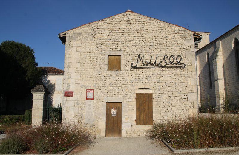 Musée des Arts et des Traditions à Salles-d'Angles - 0