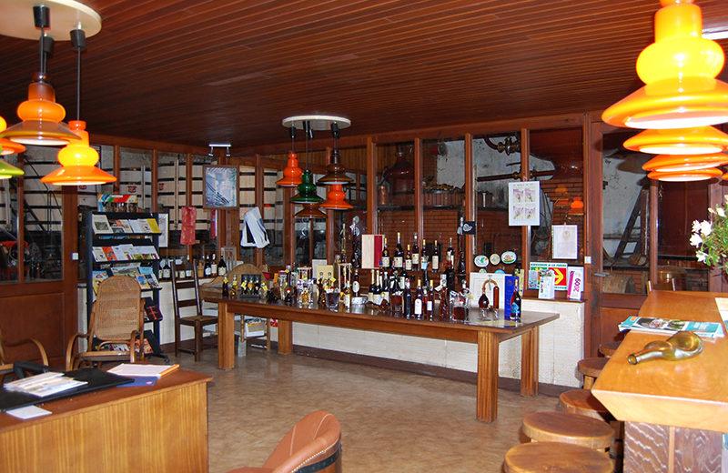 Pineau Cognac Lascaux à Saint-Même-les-Carrières - 1