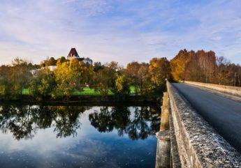 Bourg-Charente, Village de Pierres et de Vignes
