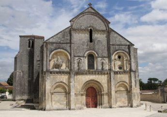 Balade à Chateauneuf sur Charente- Extérieur de l'église Saint Pierre aux liens
