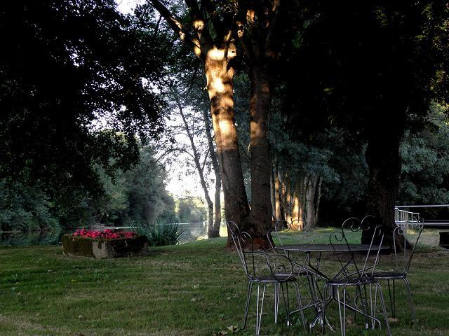 Chambres d'hôtes – La Cascade de Saintonge à Saint-Même-les-Carrières - 12