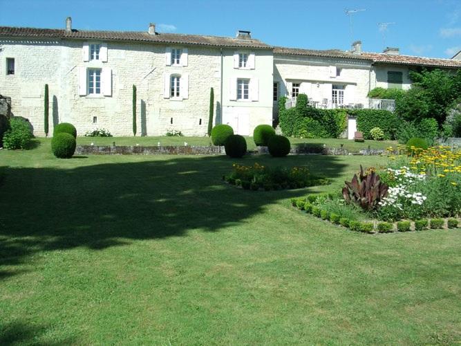 Chambres d'hôtes – La Cascade de Saintonge à Saint-Même-les-Carrières - 16