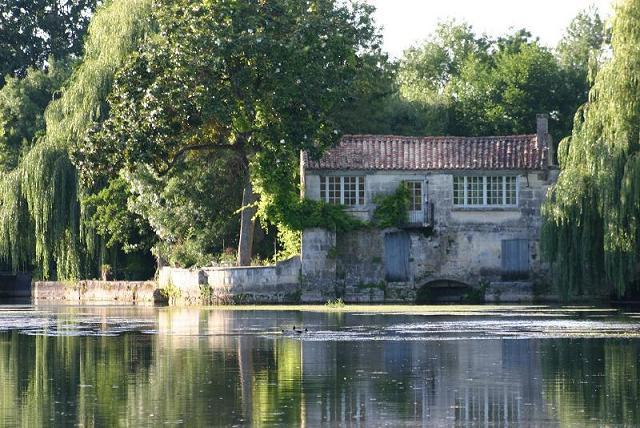 Chambres d'hôtes – La Cascade de Saintonge à Saint-Même-les-Carrières - 17