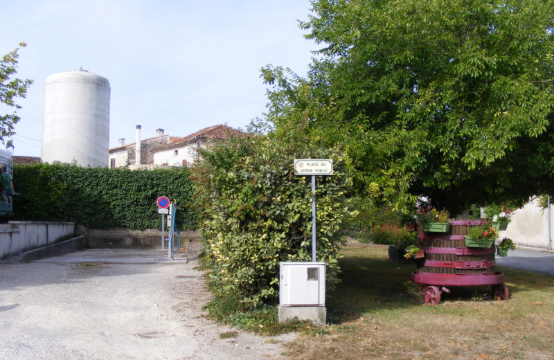 Aire de services camping-cars de Segonzac à Segonzac - 2