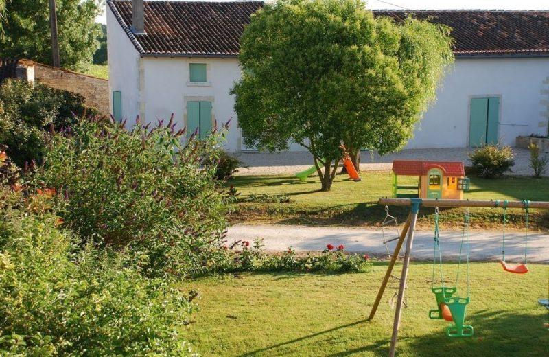 Meublé_jusqu'à 6pers – Gîtes de la Tacharderie – L'alambic à Cherves-Richemont - 9