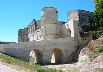 Chateau-bouteville-douves-2017.jpg