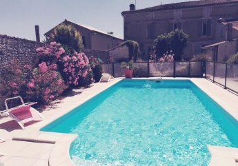 L-adalie-Ensoleillement-de-notre-superbe-piscine-2020.jpg