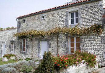 La-petite-maison-du-Lin-y-Ligniy-res-Sonneville-copyright-P.-Carlouet.JPG