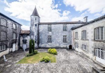cognac-chateau-royal-otard-cour-2017.jpg